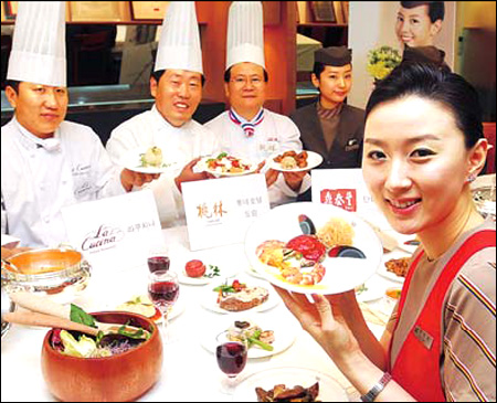 An Asiana Airlines flight attendant and chefs from Toh Lim.jpg